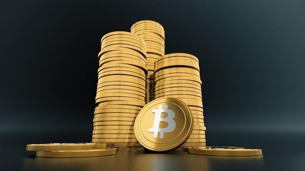 Le Bitcoin, une crypto-monnaie qu'on peut trader auprès d'un courtier régulé.